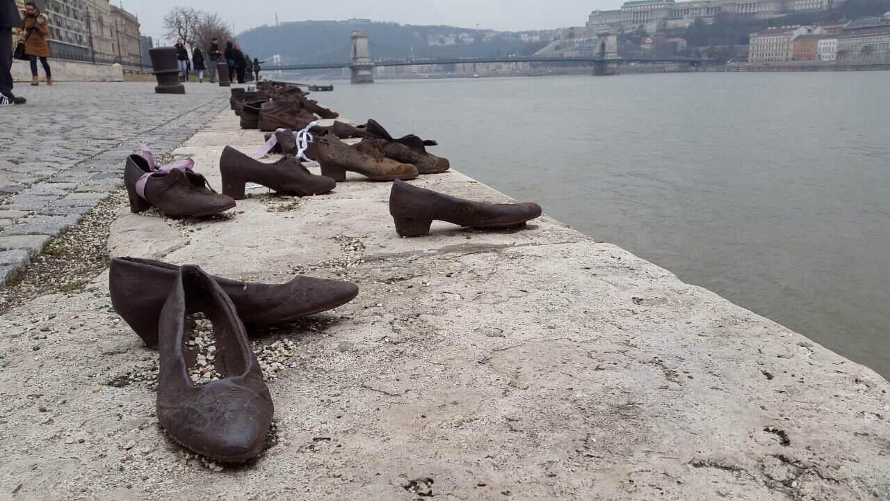 shoe memorial budapest
